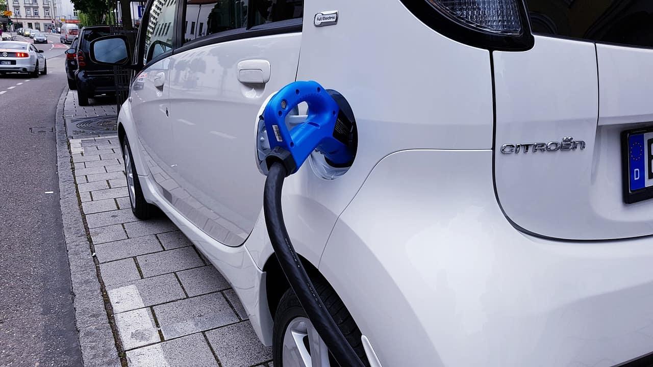 auto elettriche inquinano